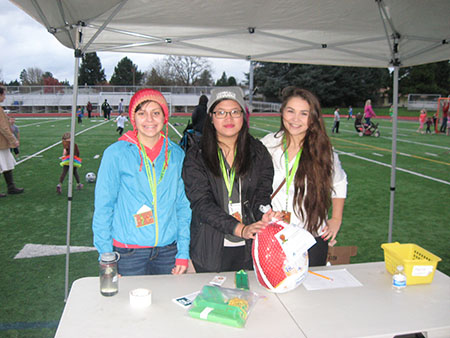 Photo of volunteers giving out turkeys at the Turkey Trot event.