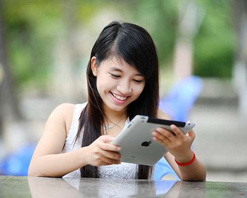 girl-tablet-fiber