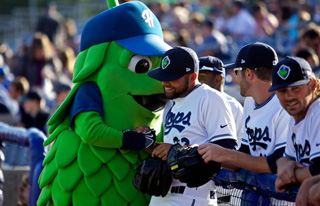 The Hops mascot and players