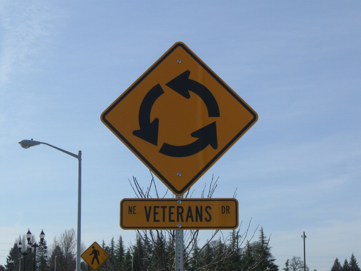 photo of veterans drive roundabout sign
