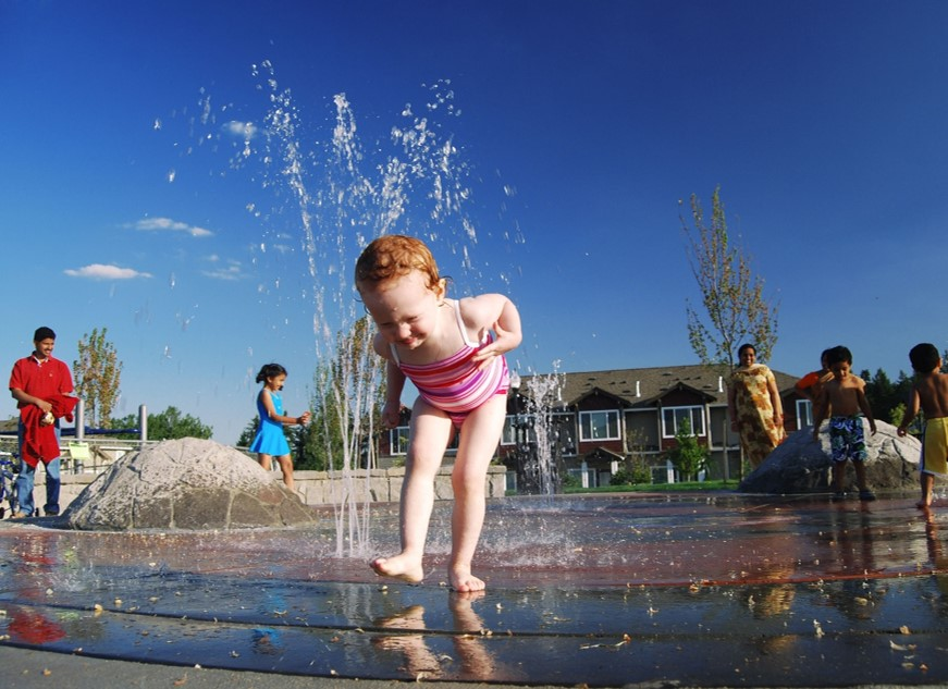 child playing infountain image